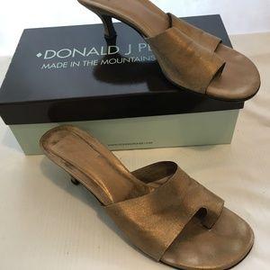 Donald J. Pliner Size 10M Gold Leather Sandals